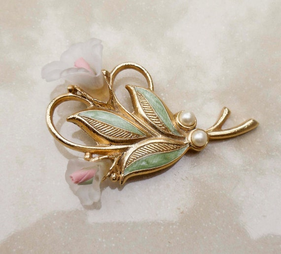 Vintage Gold pearl flower rose brooch