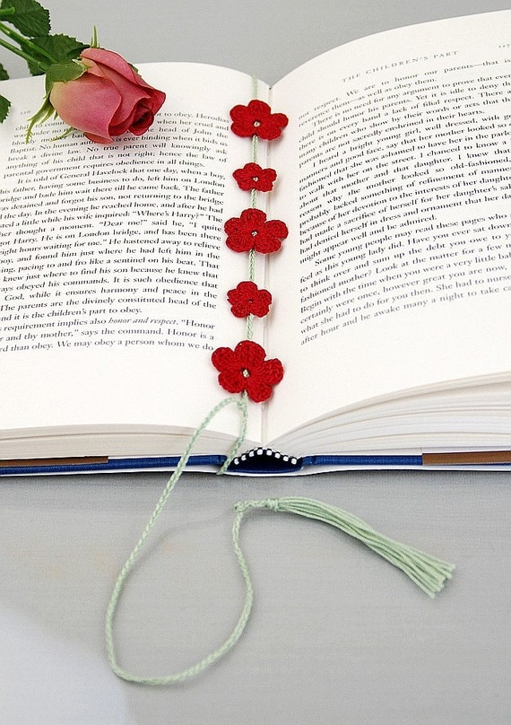 Crochet Bookmark, wrap around style with red flowers