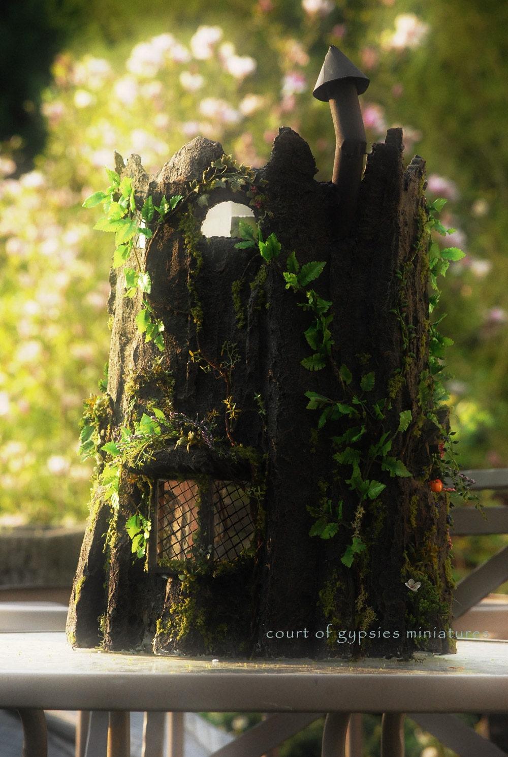 Gnome Tree Stump Home: Fantasy Fairy Tree Stump Doll House Cottage Dollhouse For