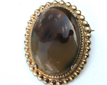 Old Victorian agate brooch in gold setting