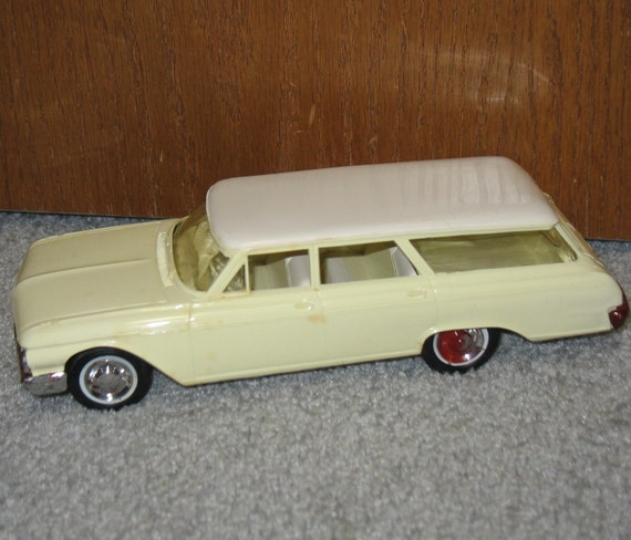 1962 Ford Country Sedan Station Wagon Hubley Toy Car Dealer
