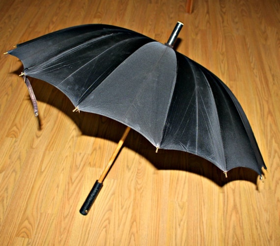 Vintage Black Umbrella Gothic Faux Alligator Print Cover and Handle 1940s