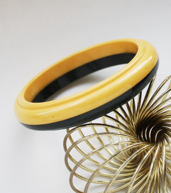 Vintage Bakelite Bangle Bracelet Yellow & Olive Green