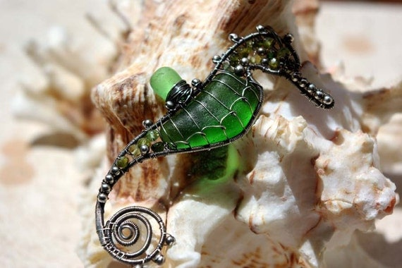 KELLY GREEN seahorse wire wrapped seaglass pendant.
