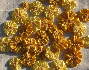 30 yellow satin yo-yo's, assorted sizes, for appliqué or crafts