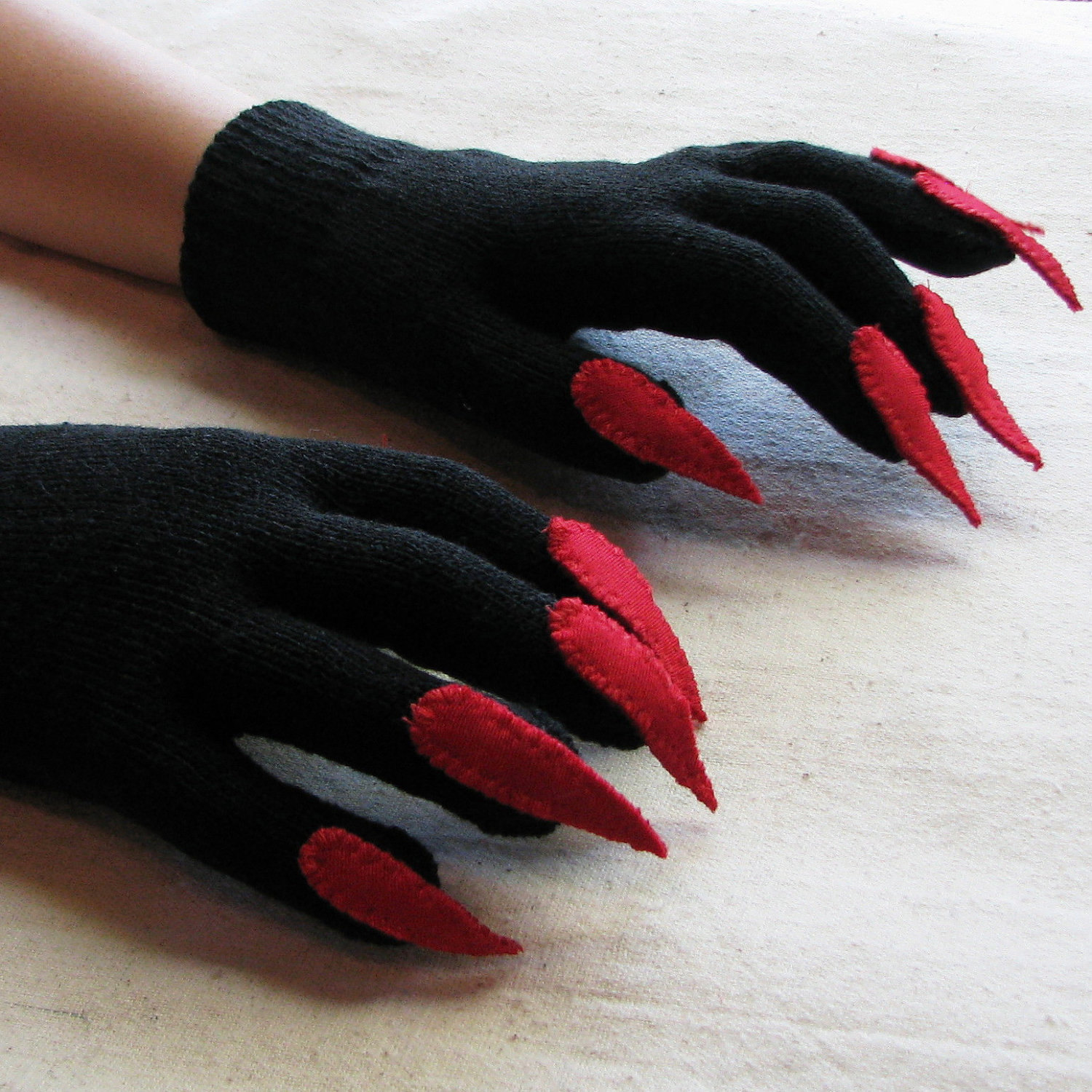 Black gloves with nails - Gloves With Claws Black And Red For Halloween Costume Or Pretend Play One Size Stretch Glove