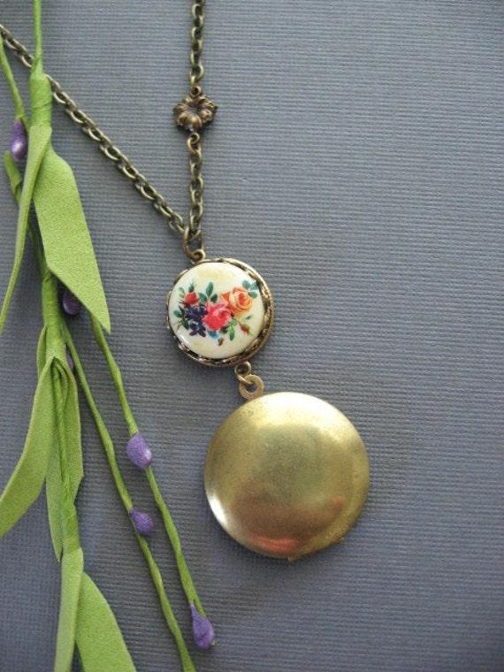 GARDEN LOCKET, Antique Locket, Locket Necklace, Flower Cameo Necklace, Bronze Pendant, Flower Locket, Bouquet