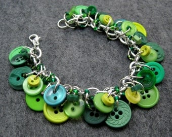 Button Charm Bracelet Green / Simple Fun Button Jewelry by randomcreative on Etsy