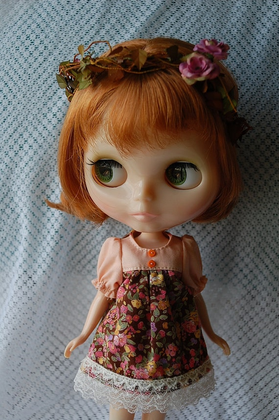 Blythe floral dress and floral head decoration