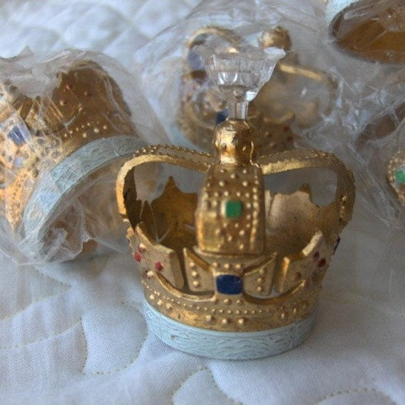 Items similar to Gold Crown Cupcake Cake Toppers Set of 6 ...
