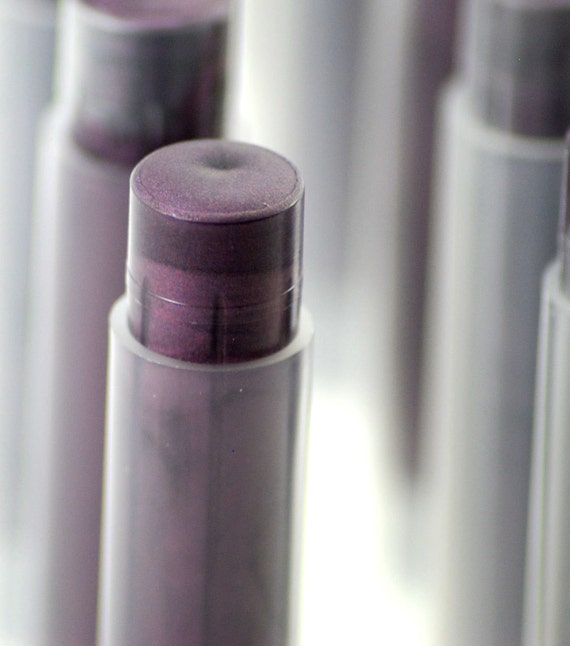 Natural Lip Gloss in Illusionist Purple Mineral Lipstick