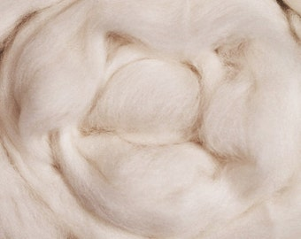 Fine Merino/ White Wool/ Roving/ Combed Top/ Felting/ Undyed Wool/ Needle Felting/ 16 oz/ Spinning/ 64s/ Alba Ranch/ Spinnning Roving/ Wool