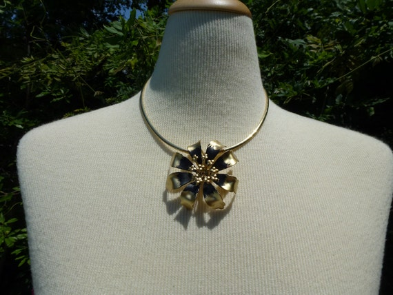 Vintage Black and Gold Colored Flower Pin