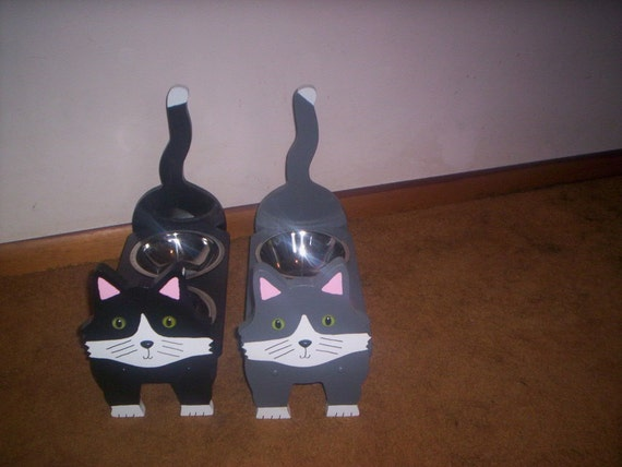 Cat elevated feeder handcrafted and handpainted choice of 8 colors