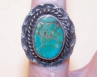 Vintage NATIVE AMERICAN/Southwest Sterling Silver & Natural Turquoise Ring....