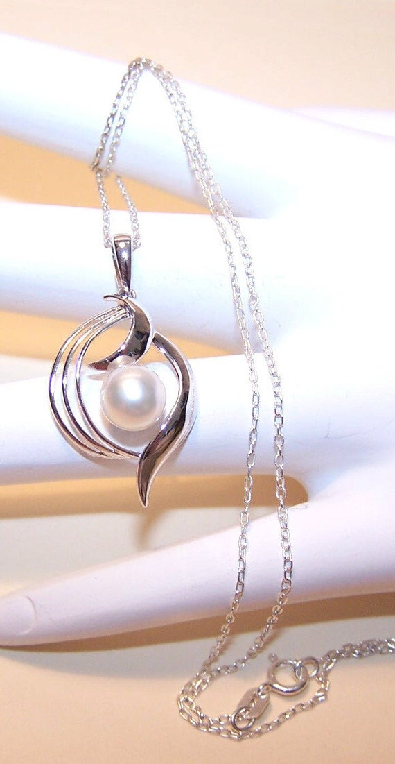 1950s STERLING SILVER & Cultured Pearl Pendant with Chain.....