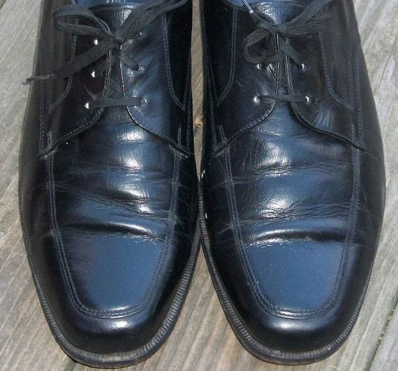 10.5 D  MENS Black FLORSHEIM Shoes