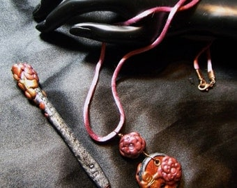 Romantic Floral Lace Crochet Hook and Threadcutter Pendant Set
