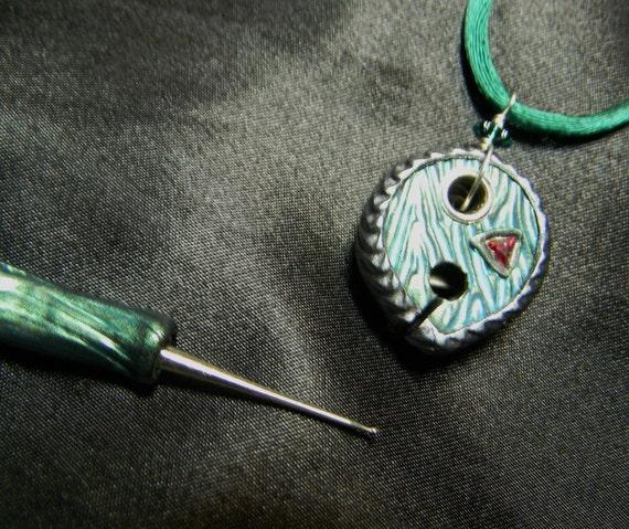 Crochet Hook Earrings: Threadcutter Pendant, Earrings, And Lace Crochet Hook Set