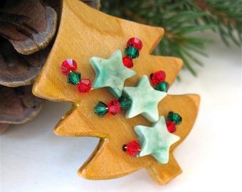 Red & Green Christmas Brooch, Wooden Xmas Tree Pin, Gemstone Stars, Swarovski Crystals, Holiday Jewelry, Rustic Primitive Woodland Folk Art