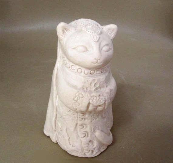 Little Bride Cat in White with Bouquet and Veil Figurine Art Sculpture