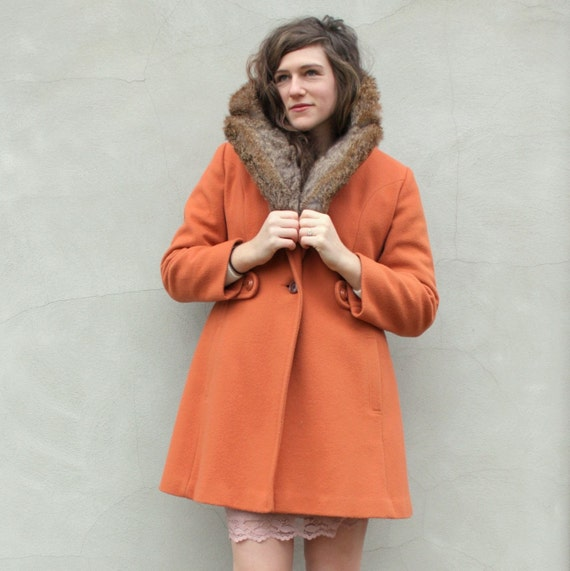 vintage BURNT ORANGE fur trimmed coat. L