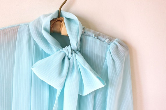 vintage SEA FOAM bow tie blouse.