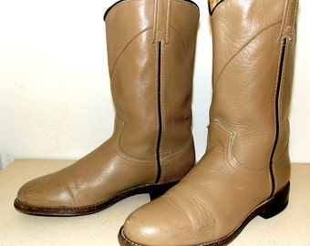 Sweet Tan Brown Roper style cowboy boots in a cowgirl size 6.5 M