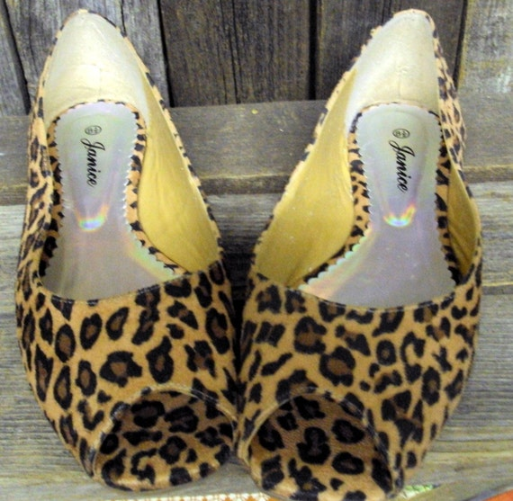 Open toe Leopard Print Vintage flats by Janice size 8.5     8 1\/2  Peferct for the glam rocker girl