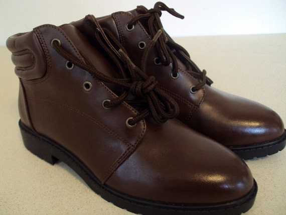 Vintage 1980s brown lace up ankle boots size 5.5 W NEW OLD STOCK