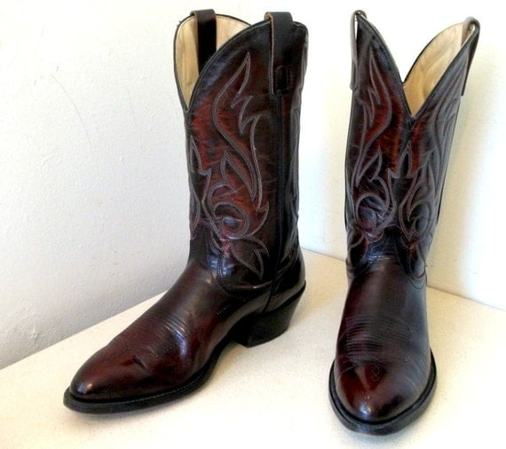 Gorgeous Vintage Laredo brand cowboy boots size 10 D or Cowgirl size 11.5 to 12