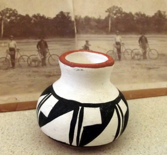 Sweet little Vintage Handmade New mexico vase or toothpick holder