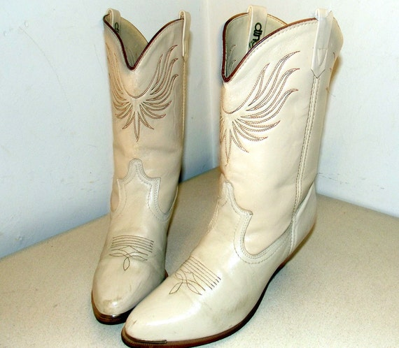 Vintage Acme Dingo brand Cowgirl boots with wood stacked heels size 7 M