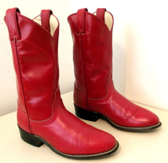 Red leather Laredo brand cowboy boots in a cowgirl size 6 M