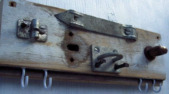 Reclaimed wood Key Rack - Vintage hardware jewelry hanger  or Key holder
