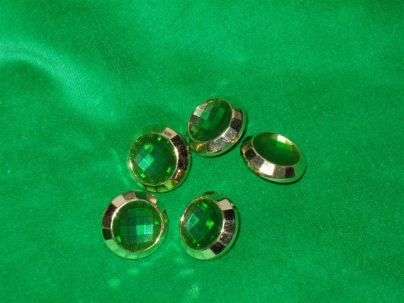 5 Acrylic Buttons, Emerald Jewel with Gold Setting 3/4 inches wide Lightweight