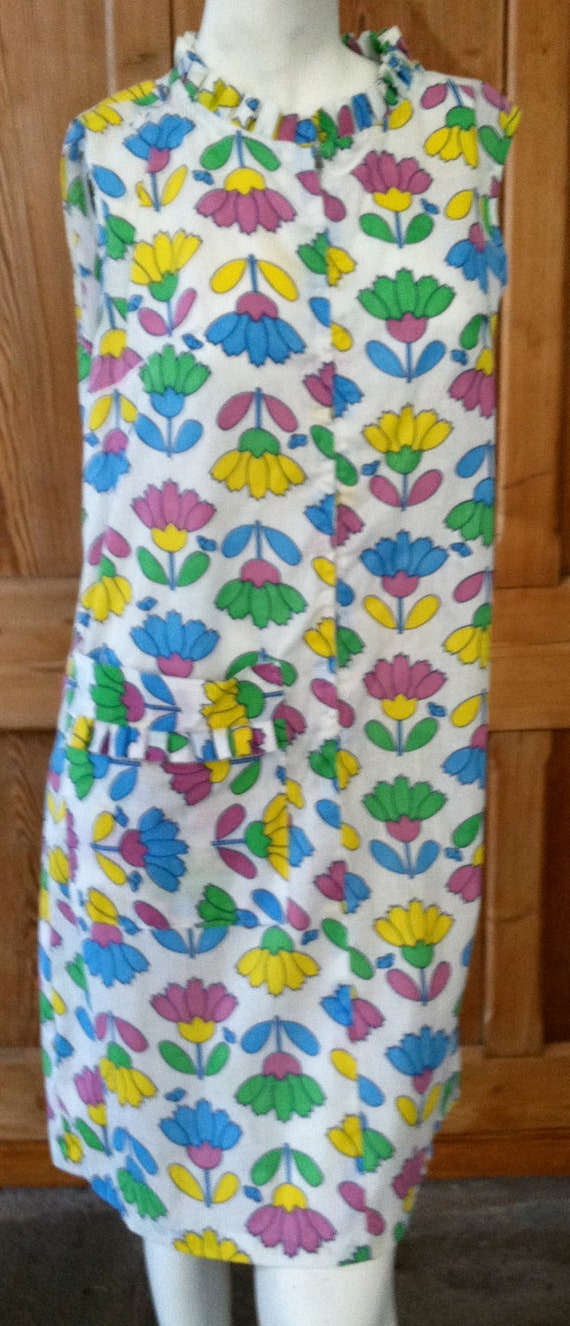 SALE :) Funky Fun Cotton Flower Print 1970s Handmade Womens Housecoat Dress or Smock was 15.00 now 10.50