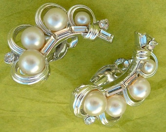 Vintage Lisner Earrings, with Pearls and Rhinestones...perfect for the Bride