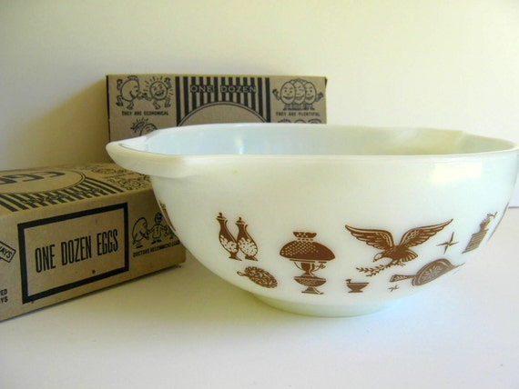 Vintage Pyrex Bowl Early American White with Brown Pattern