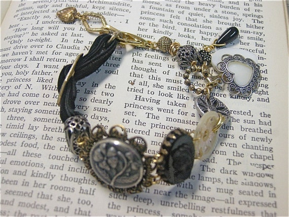 Button Bracelet-Linking the Past with the Present-Free Shipping USA-