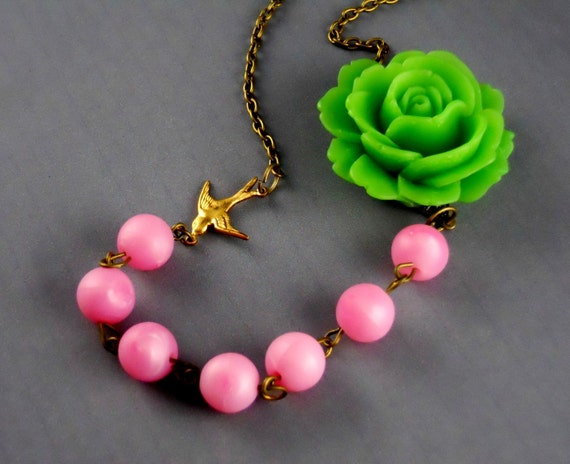 Free Shipping Period Green Flower Sorbet Vintage Plastic Beads Necklace