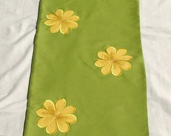Beautiful  lime green table runner with applique  yellow satin daisies 14 ×52