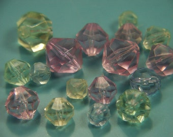 Lot of 17 vintage unused pink/yellow/blue/green faceted plastic beads in different sizes for your beading prodjects
