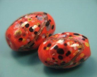Lot ot of 2 lovely vintage 1980s handworked orangered foiled egg formed glass beads for your beading prodjects