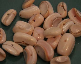 Lot of 22 vintage 1970s unused shimmering natural organic light pink mother of pearl beads for your jewelry prodjects