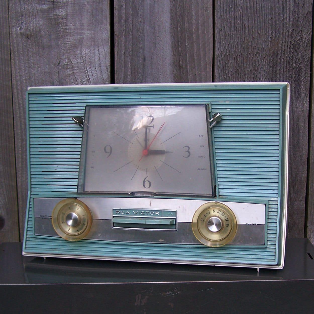 Vintage RCA Victor Drowse Alarm Clock Radio