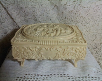 FREE SHIPPING jewelry box vintage (Vault 3)
