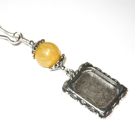Wedding bouquet charm with small picture frame. Yellow jade.