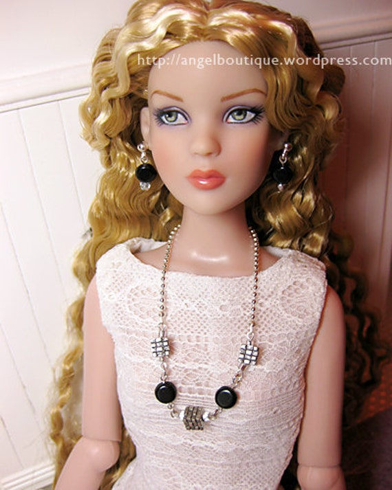 "Single-strand Necklace with Matching Earrings fits 16"" dolls"
