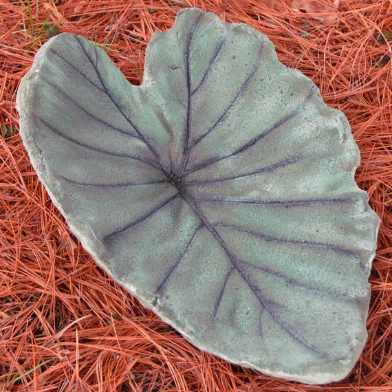 Green Medium Leaf Casting Birdbath